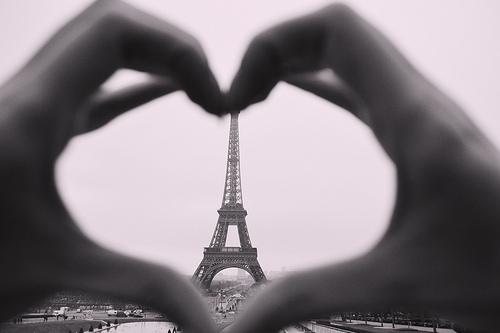 eiifel-tower-tours-valentines-day-romance-paris